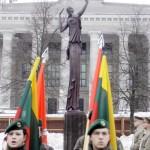 """Atidengtas Kovo 11-ajai skirtas paminklas """"Žinia""""."""