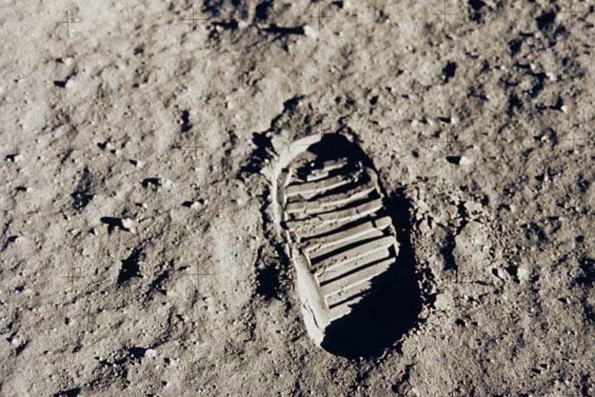 1969 m. JAV astronauto Edwino Aldrino nufotografuotas pėdsakas Mėnulio paviršiuje (NASA nuotr.)