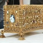 Į Valdovų rūmus atkeliavo vestuvinė J.Jogailaitės brangenybių skrynutė