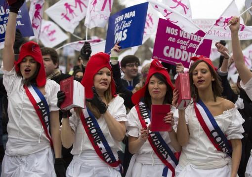 """PRALAIMĖJIMAS. Šiemet per Prancūziją nusirito ne viena milijoninė protesto akcija prieš ketinimus įteisinti homoseksualistų """"santuokas"""", bet visuomenės balsas buvo nurašytas. EPA-Eltos nuotr."""