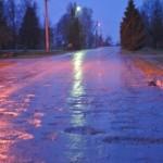 Naktį eismo sąlygas sunkins plikledis, šlapdriba ir stiprus vėjas