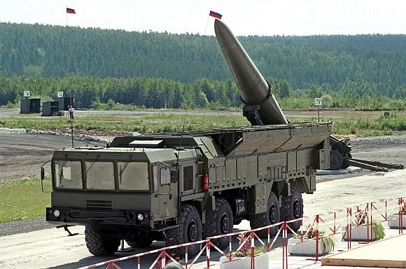 """AFP/""""Scanpix"""" nuotr. / Rusijos raketiniai kompleksai """"Iskander"""" bus dislokuoti Lietuvos pašonėje."""