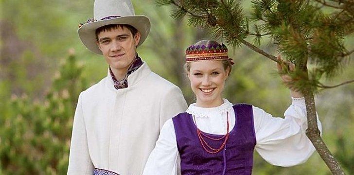 Suvalkiečių kostiumo akcentas – raštuotos prijuostės © Iš Lietuvos liaudies kultūros centro archyvo