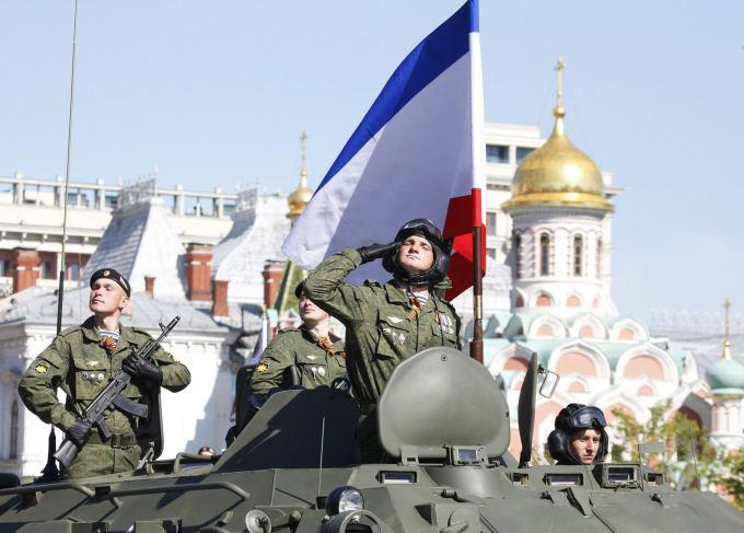 """""""Reuters""""/""""Scanpix"""" nuotr. / Pergalės dienos karinis paradas Maskvos Raudonojoje aikštėje"""