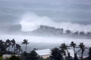 "AFP/""Scanpix"" nuotr. / Reunjono saloje Indijos vandenyne siaučia uraganas Bejisa"