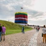 Baltijos kelio jubiliejuje – šventiniai renginiai ir pasididžiavimas savo vėliava