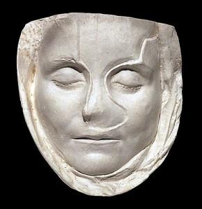 Pomirtinė merginos kaukė iš romėnų valdomos Galijos