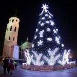 Vilniaus Katedros aikštėje suspindo pagrindinė sostinės Kalėdų eglė
