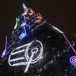 Vilniaus Rotušės aikštės Kalėdų eglė M.K.Čiurlionio garbei švytės instrumentais ir natomis