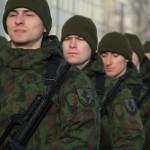 Jaunuoliai galės tapti Lietuvos kariuomenės kariais net ir neįgiję karinio parengimo