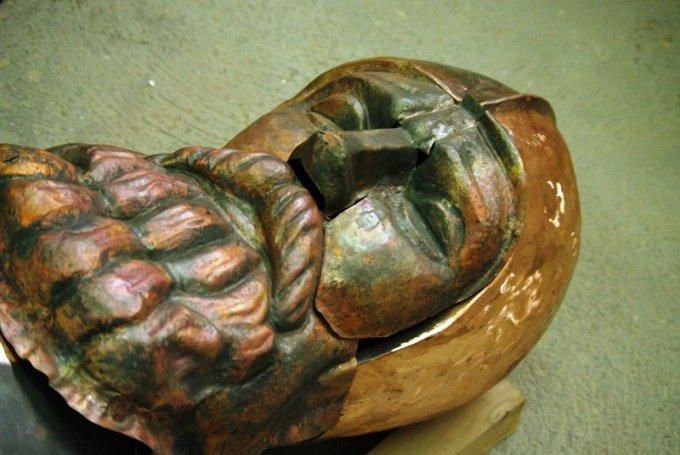 Kario skulptūra – pakeliui į Vytauto Didžiojo kariliono bokštą Skaitykite daugiau: http://www.15min.lt/naujiena/aktualu/kauno-zinios/kario-skulptura-pakeliui-i-vytauto-didziojo-kariliono-boksta-798-482889#ixzz3Qoit5lZE Follow us: @15minlt on Twitter | 15min on Facebook