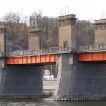 Sovietinių simbolių nuo tilto Grūto parkui už dyką neatiduos