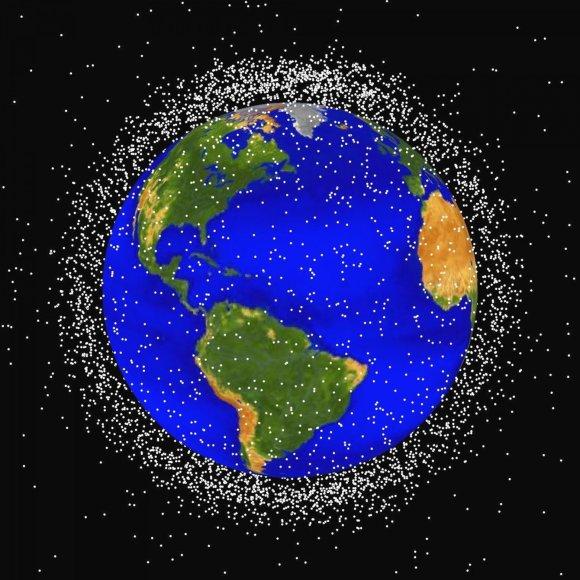 Scanpix nuotr. / NASA sukurtas kosminių šiukšlių žemėlapis