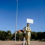 Lukiškių aikštėje atidengta skulptūra žodžio laisvei