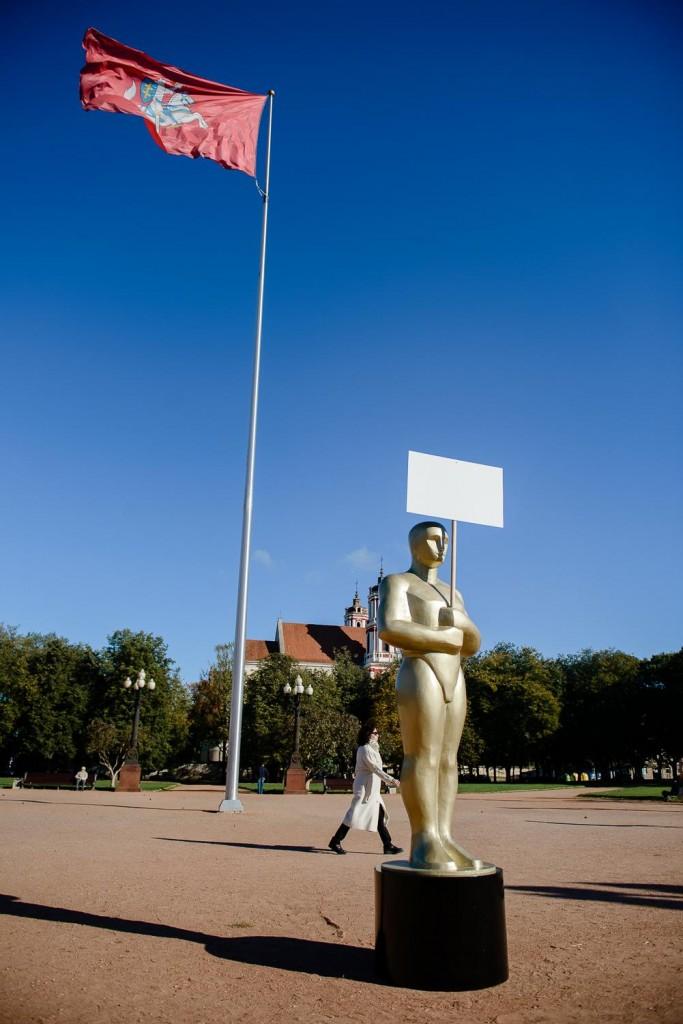 Lukiškių aikštėje atidengta skulptūra žodžio laisvei (Organizatorių nuotr.)