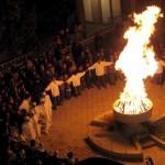 Arijai švenčia ugnies pergalę prieš tamsą