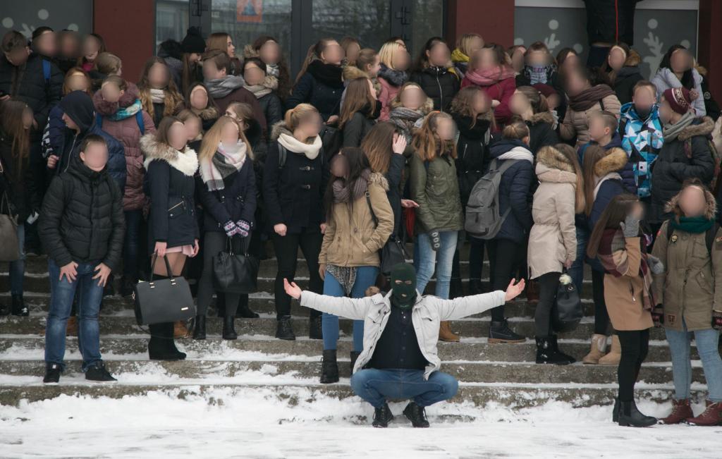 """Mokinių protestas Vilniaus """"Laisvės"""" gimnazijoje 19 nuotr .Juliaus Kalinausko"""