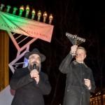 į Nerį išsiliejus tūkstančiams tonų fekalijų, Kudirkos aikštėje žydai šventė Chanukos šventę