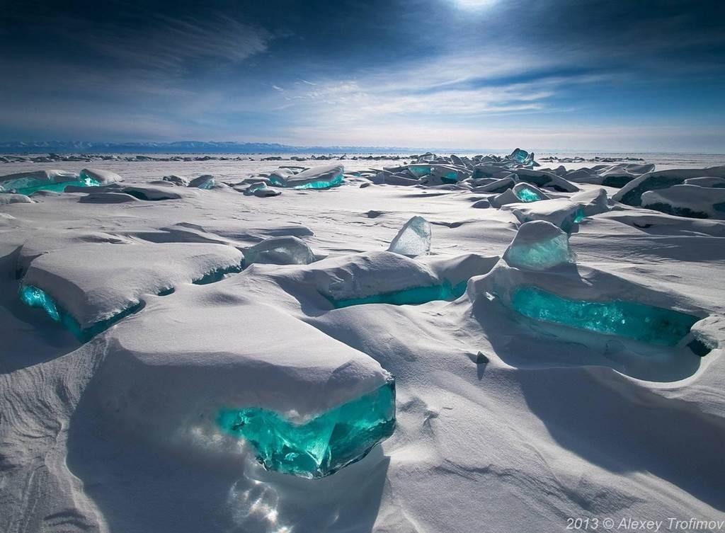Rytinėje Sibiro dalyje yra didingasis ežeras, seniausias gėlo vandens ežeras Žemėje Baikalas,