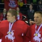 Istorinę pergalę pasiekusi Lietuvos ledo ritulio rinktinė pasidabino aukso medaliais