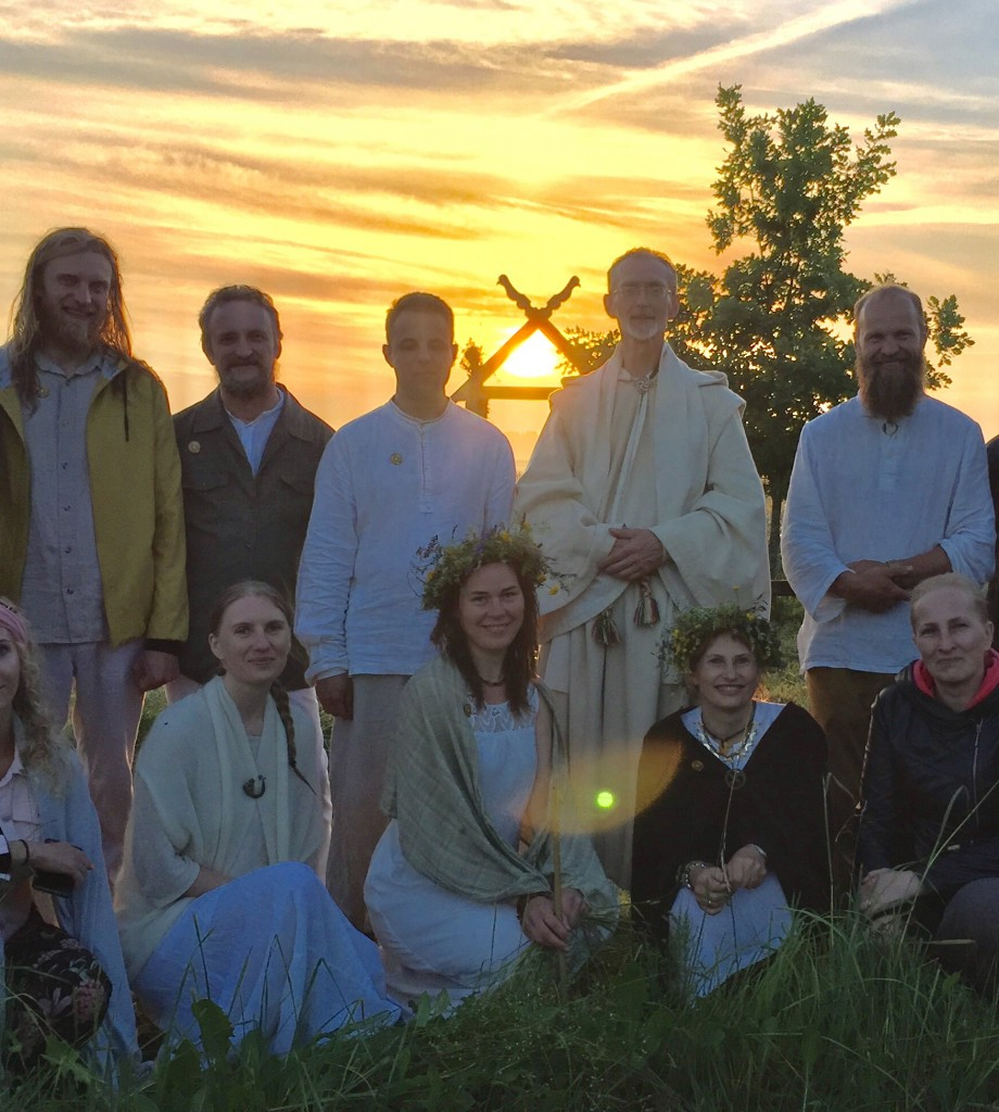 Su mokytojais ir bičiuliais Kaupolės šventės akimirka. Saulės patekėjimas. Fotoarchyvas